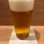 串処 ほとり 灯鳥 - 生ビールはプレモルのエールです。コースターは珪藻土