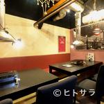 ゆかり - テラスやバーカウンター、写真や絵も飾られたオシャレな焼肉店