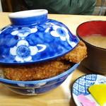 68328378 - わらじかつ丼(2枚)¥850/この日、みそ汁はサービスで付く
