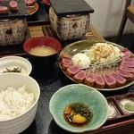 Gyuukatsusemmontenushitora - 牛かつ・ポテトサラダ・キャベツ・ごはん・とろろ・味噌汁・特性たれ・しお・わさび・たれ