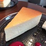 68328707 - チーズケーキはしっとりとして美味♪
