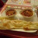 NAINA - チキンとナスのカレー、日替わりカレー(豆腐とグリンピース)