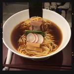 SOBA DINING QUATTRO(ソバダイニング クワトロ) - 山 熟成醤油鶏そば 780円