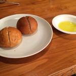 ビストロ ケー - 自家製のパンとオリーブオイル