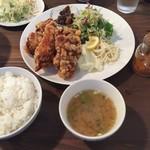 ニジイロ食堂 - 鶏唐揚げ定食  780円