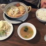 ニジイロ食堂 - チキンかつとじ定食  700円