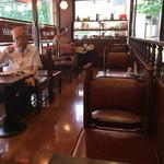 珈琲大使館 - 店内テーブル席