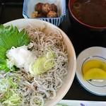 呑み喰い処 奥飛騨 - しらす丼定食(680円)