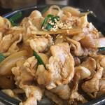 札幌軒 - 肉丼+生卵入り(790円)