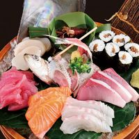 まるさ水産 - おまかせ刺身5種盛り 新鮮な食材を新鮮なままでお客様のもとへ、しかも低価格で。 その日のオススメ鮮魚をご提供致します。