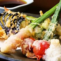 まるさ水産 - 季節の天ぷら盛合せ 旬の食材を堪能いただけます。 サクサク揚げたてでご提供いたします。