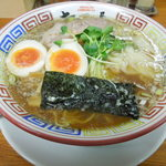 ちばき屋 - 「ワンタンそば(醬油味)」(880円)+「半熟煮玉子」(100円)