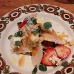 UGGLA - おまかせコースの前菜 本日は自家製鶏ハムとリコッタチーズ、カボチャのサラダ