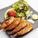 大人の鉄板 Basaro - 新鮮なエビの濃厚な香りを楽しめる「殻ごと食べれる海老塩焼き」