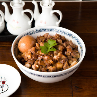 台湾の代表的ローカルフード魯肉飯。食事だけのメニューも豊富!