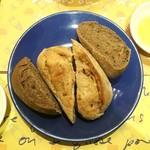 ロクシタンカフェ - おかわりできるパン