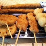 串カツ田中 - アスパラ,紅ショウガ,蓮根,うずら玉子,牛,豚など。