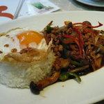 クワン チャイ - 鶏肉のタイバジル炒め