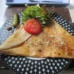 カフェ ド ラフェット - ハム+タマゴ+チーズ+ピクルス