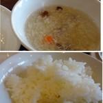 中華料理 頤和園 - ◆鶏出汁ベースのスープ・・お味は薄めで温いこと。 ◆ご飯