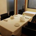 ラ・ヴェリータ - ゆとりのあるお席でお食事