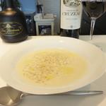 オ・ボルドー・フクオカ - [ランチセット]キャベツの冷製スープです。 ヴィシソワーズ風で、クリーミーでほんのり甘く美味しかったです。