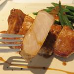 オ・ボルドー・フクオカ - [ランチセット]たら名水豚のソテー・マスタードソース。イベリコ豚とはイメージが違い、 淡麗で上品な味わい、脂も透明感ある風味でした。