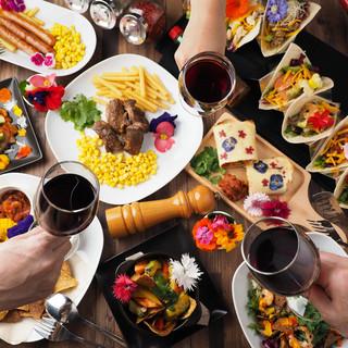 お酒のつまみやメインのお肉料理まで種類豊富なフードメニュー!