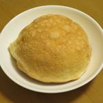 パンの実 - 料理写真:メロンパン120円(内税)。