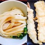 幅屋 - 料理写真:しょうゆうどん(大盛)と海老天、イカ天