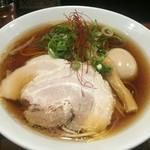 麺舎 ヒゲイヌ - 醤油ラーメン(750円)+あめ玉(100円)