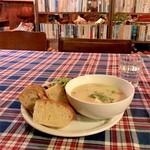カフェ コチ - 本日のスープ キャベツのポタージュ パン、サラダ付