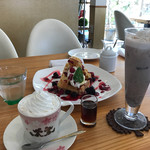 cafe cherry blossom - 小豆クリームラテ、小豆黒蜜ラテ、ベリーベリーワッフル