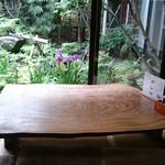 皿屋 福柳 - お庭を眺めながらお食事を楽しめるお座敷席(全3テーブル)