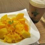 彩茶房 - 台湾風かき氷~マンゴー~&岩塩チーズ鉄観音茶(L,タピオカトッピング)