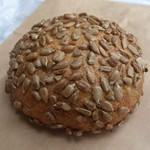 ベッカー - ・ゾンネン丸パンひまわりの種 300円