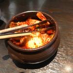 李朝園 - 卓上提供の食べ放題キムチ