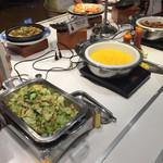 道後彩朝楽 - スクランブルエッグ、ソーセージなどの洋食もあります。