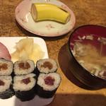 寿司貞 - デザートにバナナが付いてるところは、いまにも「昔からある店」だなぁ。