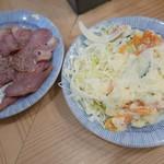 立呑み晩杯屋 - ポテサラ130円、タン燻製150円
