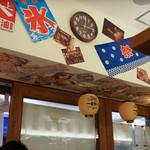 ニュー オールド スタイル 肉そば けいすけ - 店内。屋台風にアレンジ