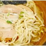 和風らーめん 凪 - ピロピロっとした食感がイイ感じの麺。