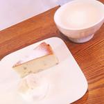マグルズカフェ - 大好きなバナナチーズケーキ♡チャイ こちらをいただきに来たのです♪