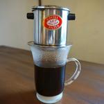 ベトナムカフェ CHOM CHOM - ホット ベトナムコーヒー