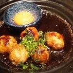 SHIN - つくね。甘辛いタレと黄身が美味しい