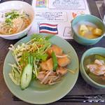 アジアンキッチン サワディー - フォー、冬瓜のスープ?デザートの薩摩芋のココナツミルクがけなど