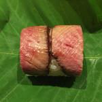 坂ぐち - [強肴] 朴葉寿司(飛騨牛ローストビーフ)