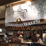 GRANNY SMITH APPLE PIE & COFFEE - 入口。テイクアウトは空いている…