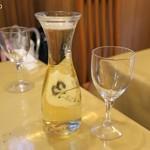 ピッキーヌ - ワインはデカンタが赤白とも600円、メルシャンの業務用紙パック入りだ