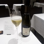 68395218 - Robert Moncuit Brut Le Mesnis-Sur-Oger Grand Cruのグラスシャンパン(1800円)+8%+10%